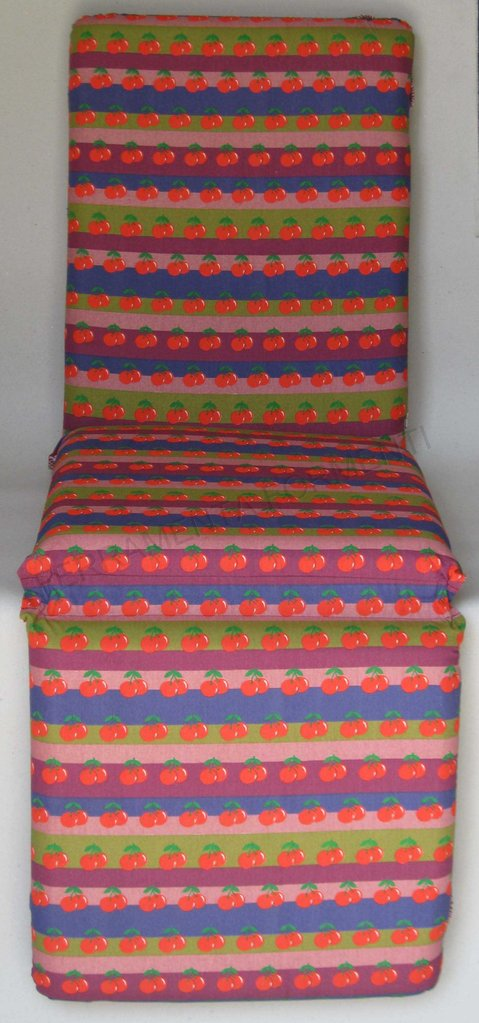 Cuscino fantasia ciliegie per chaise longue reguitti giardino for Reguitti mobili da giardino