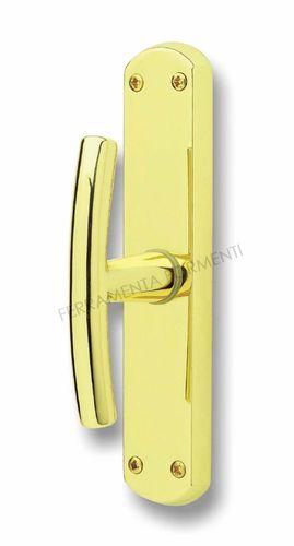 Finestra in legno maniglie cerniere ed accessori - Maniglie per finestre in legno ...