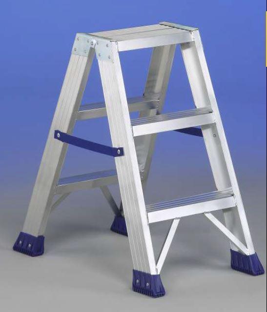 Svelt punto scaletta sgabello alluminio a doppia salita for Gradini in legno massello prezzo