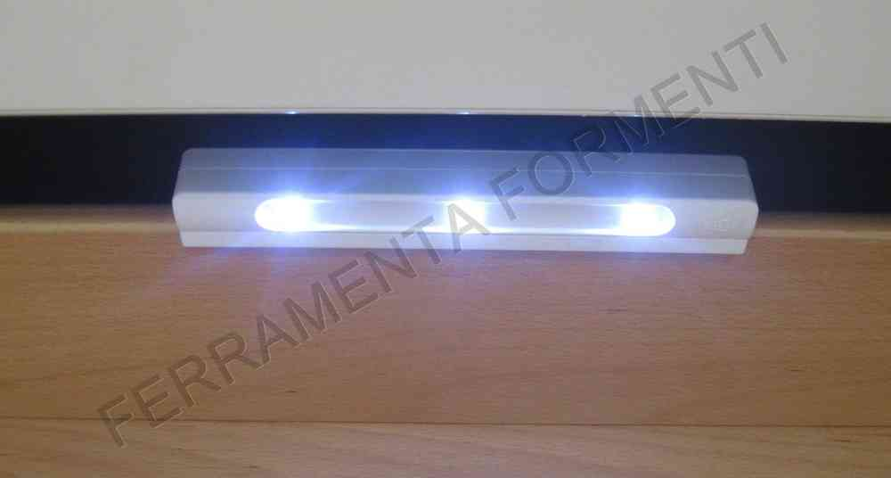 Luce a led per illuminare i cassetti a batteria accensione